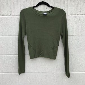 Fitted crop sweater